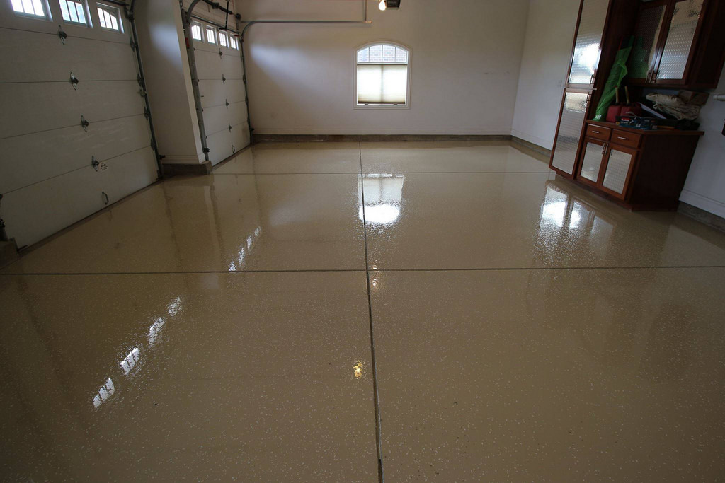 tan partial flake epoxy coating in garage